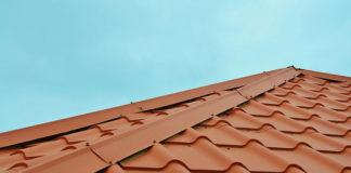 Jak prawidłowo wykonać montaż dachu? Kolejne kroki konstrukcji dachu
